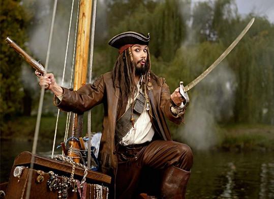 Pravý Jack Sparrow by se svého dvojníka Pavla Lišky lekl.
