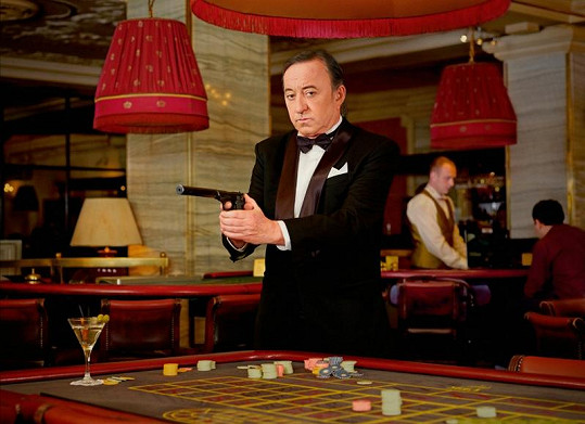 Jiří Lábus je netradičním českým Jamesem Bondem.