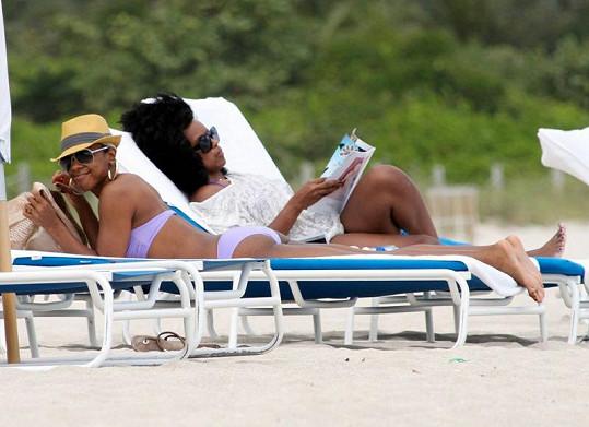 Kelly Rowland s kamarádkou na Miami Beach.