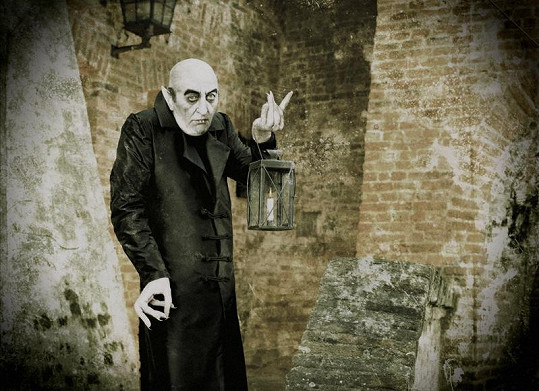 Bolek Polívka coby Upír Nosferatu v kalendáři Proměny 2012.