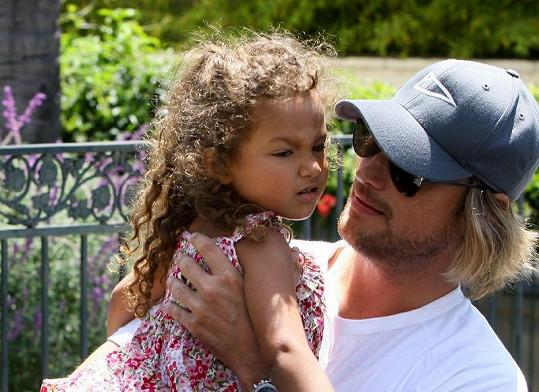 Malá Nahla s tatínkem.