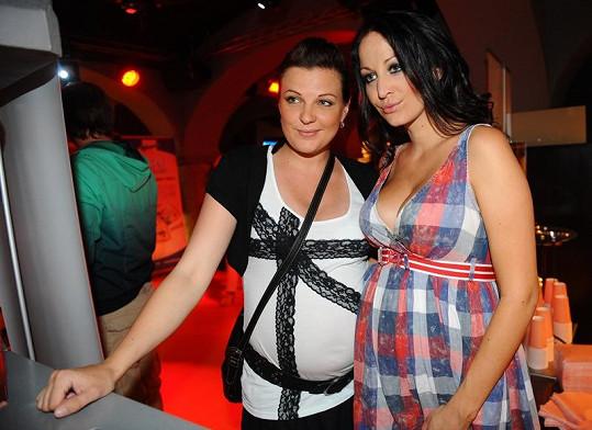 Agáta s těhotnou kamarádkou Veronikou.