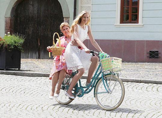 Vlasta Peterková (vlevo)
