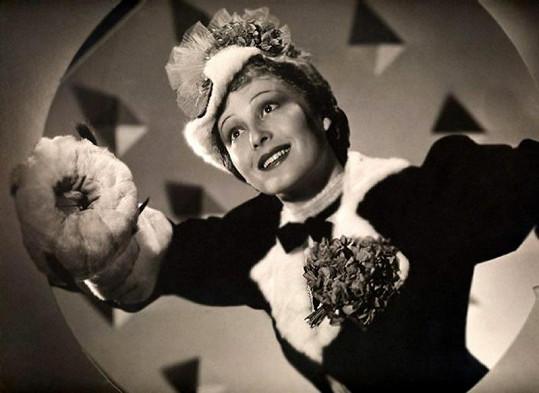 Snímek z filmu Velký Ziegfeld, za nějž dostala Rainer Ocsara.