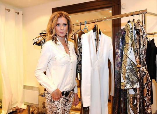 Veronika a její slavné šaty, které oblékla na finále České Miss 2012.