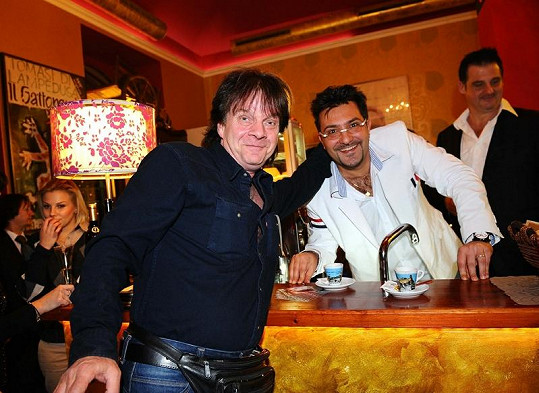 Andrea se zpěvákem Pavlem Rottem, který býval před třiceti lety velmi slavný.