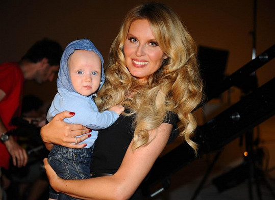 Krainová se synem Maxem během focení kampaně.