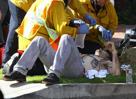 Při autonehodě Davida Arquetta zasahovali i záchranáři.