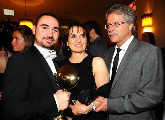 Veronika s režisérem vítězného seriálu Vyprávěj Biserem Arichtevem a přítelem Vladimírem Boučkem.