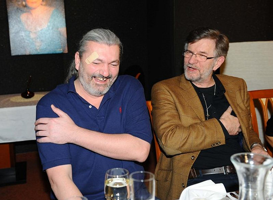 Režisér Petr Novotný uvažoval, zda by Danovi neměl jako představiteli Javerta chybět zub i v představení.