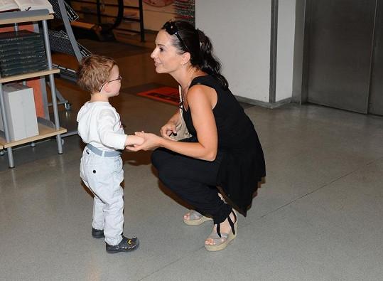 Michaela Kuklová se synem Románkem.
