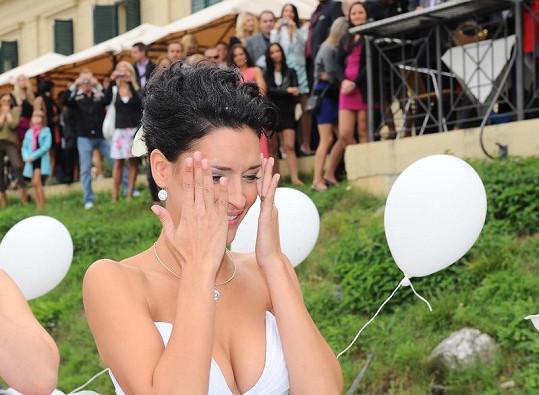Nikola skoro po celý obřad plakala dojetím.