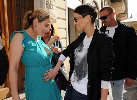 Eva Decastelo a Vlaďka Erbová na párty.
