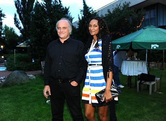 Na rodinný film Tady hlídám já se přišla podívat i Lejla Abbasová s Michaelem Kocábem.