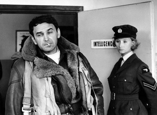Ve filmu Nebeští jezdci (1968) dostala Jana Nováková svou největší roli. Na snímku se Svatoplukem Matyášem.
