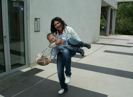 Ilona Csáková se synem Danielem dokáží pěkně řádit.