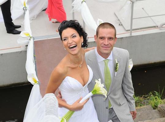 Petr Zvěřina z Václaváku se oženil s modelkou Nikol Plzákovou.