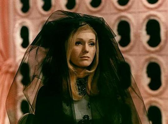 Helena v pohádce Šíleně smutná princezna (1968).
