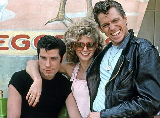 John Travolta, Jeff Conaway a Olivia Newton-John v Pomádě.