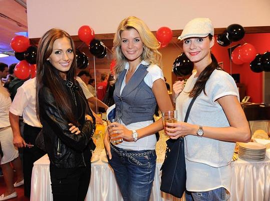 Iveta Lutovská s Terezou Zimovou a Eliškou Bučkovou na párty.