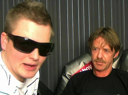 Langmajerovi vadilo už to, že moderátor má sluneční brýle.