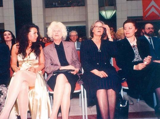 Yvetta Ajchlerová s Olgou Havlovou, Kubišovou a Vášáryovou.