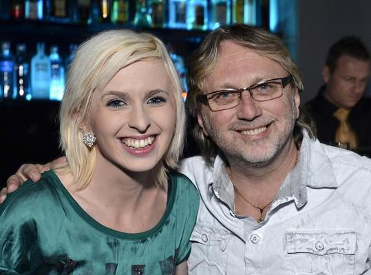 Na párty dorazil Janda s dcerou.