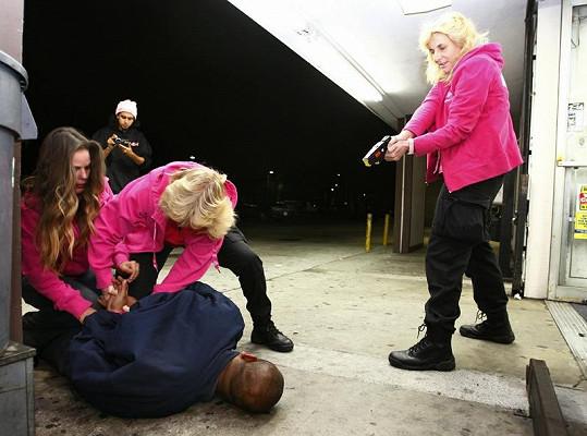 Zásah růžového komanda přímo v akci.