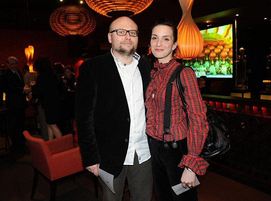 Michaela Maurerová s manželem na párty.