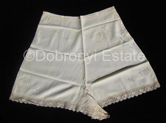 Kalhotky, které údajně nosila královna Alžběta II.