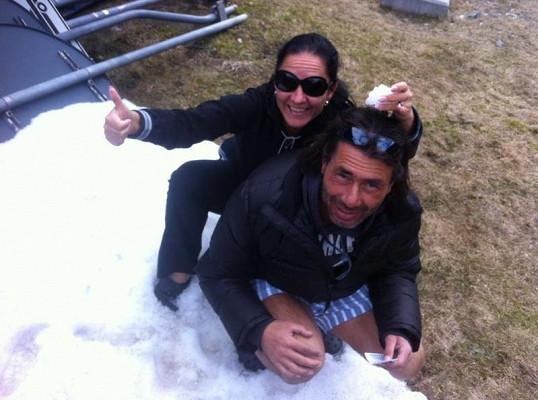 Indián řádil na svatební cestě v trenkách na sněhu.