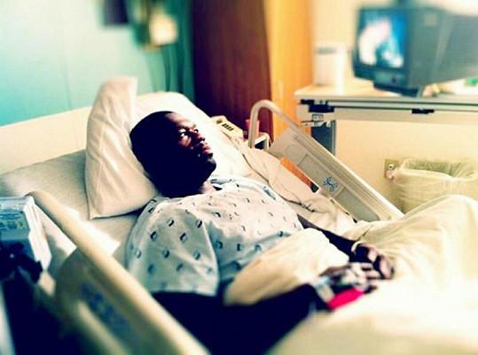 Známý rapper leží v nemocnici údajně kvůli střevnímu viru.