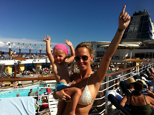 Na lodi si Zuza se Salmou užívaly bazén.