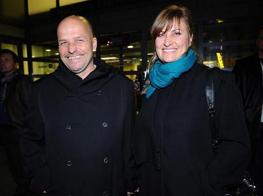 Zdeněk Pohlreich s manželkou Zdeňkou. Drsný šéfkuchař prý nechce být spojován s podnikem své švagrové.