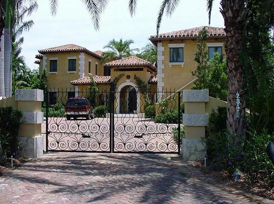Vstupní brána do domu.