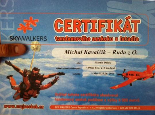 Certifikát, který Ruda dostal, jako důkaz své odvahy.