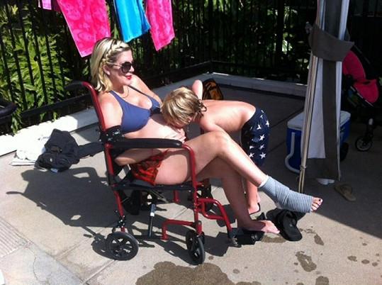 Tori Spelling trávila volný den na vozíku.