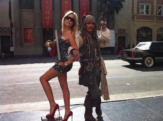 Modelka se zvěčnila i s pirátem Jackem Sparrowem.
