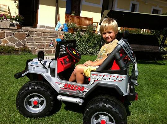 Kuba Mareš miluje stejně jako jeho slavní otec auta.