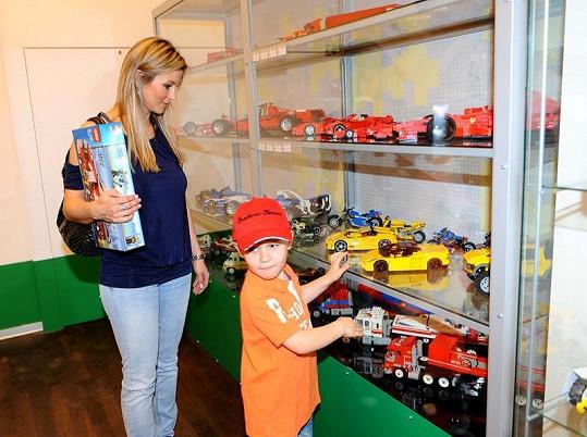 Monika Marešová se synem Jakubem v muzeu Lega.