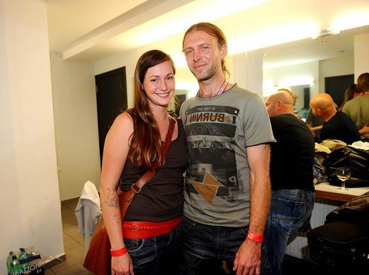 David Škach je šťastný s přítelkyní Katkou.
