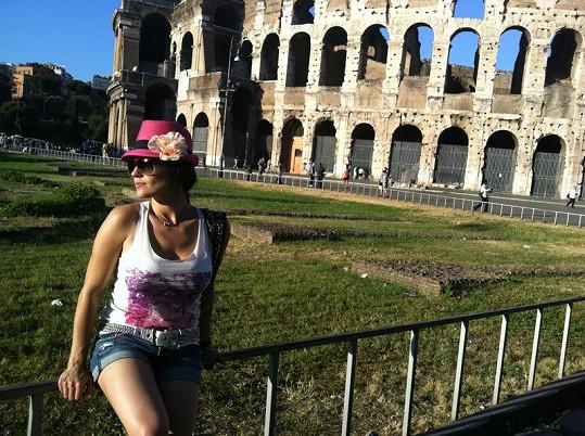 Do Říma Marta vyrazila v sexy šortkách.