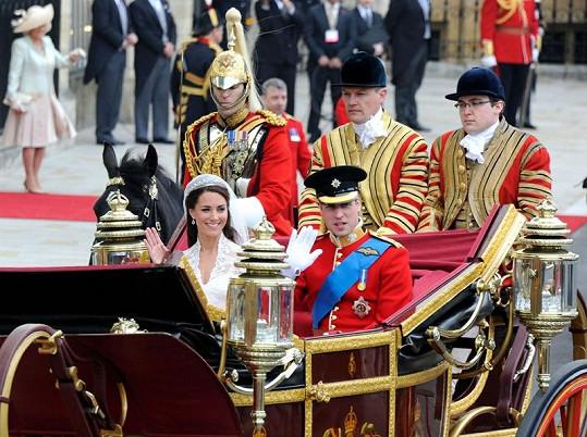 Jezdec Nicholas van Cutsem doprovází Williama a Kate.