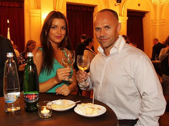 Jitka Válková a Mirek Cipra holdují vínu.