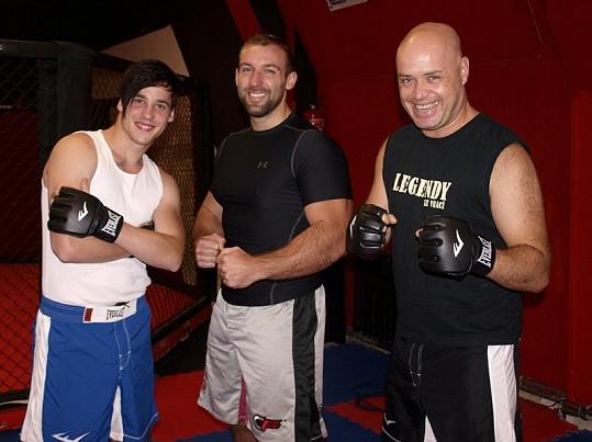 Dan a Petr pod dohledem trenéra Zdeňka Ledviny.