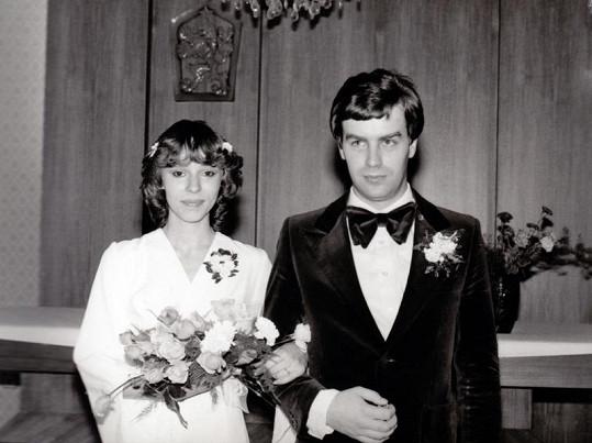 Její první svatba v roce 1980.