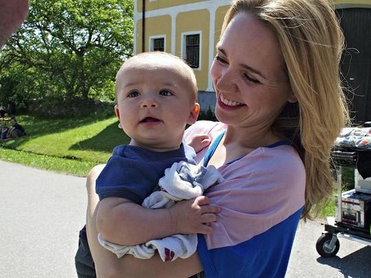 Lucie Vondráčková s Matyášem, který momentálně leží doma s chřipkou.