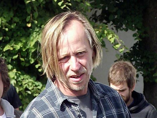 Karel Roden v pauze natáčení.