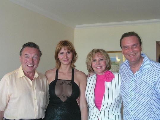 Ivana Gottová, tehdy ještě Macháčková, s Karlem Gottem, Hanou Zagorovou a Štefanem Margitou na společné dovolené v roce 2004.
