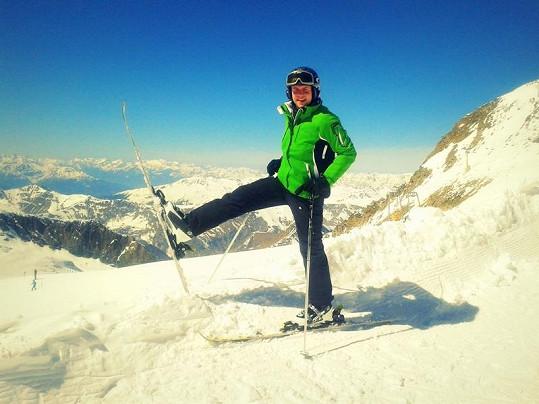 Foret miluje lyžování.